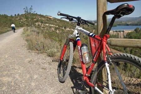 bici montaña en la via verde ojos negros 1