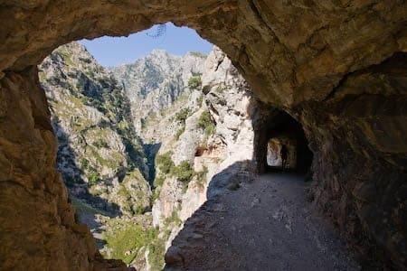 Tuneles en la ruta del cares