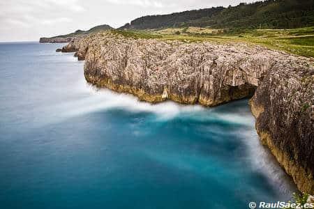 Acantilados en el mar Cantabrico
